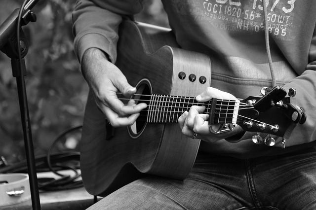 Want To Learn To Play The Guitar? Read On.